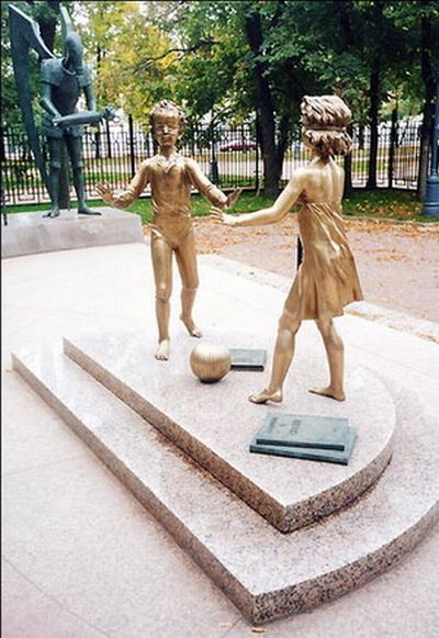 Russian monument with children and sin 22