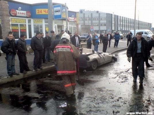 Russian car lada smashed by truck 4
