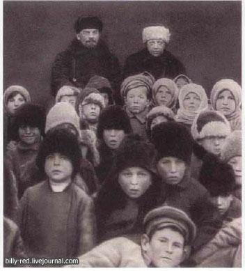 8 10 Foto foto Manipulasi Jaman Uni Soviet Di Mana Photoshop Belum Ada!!