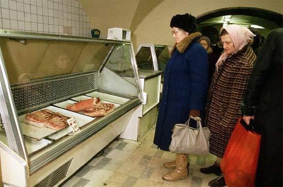¡Antes de la perestroika y  la perestroika en imágenes  estantes de supermercados! 34