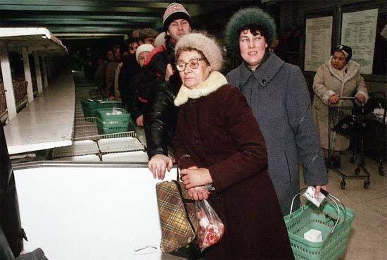 ¡Antes de la perestroika y  la perestroika en imágenes  estantes de supermercados! 36