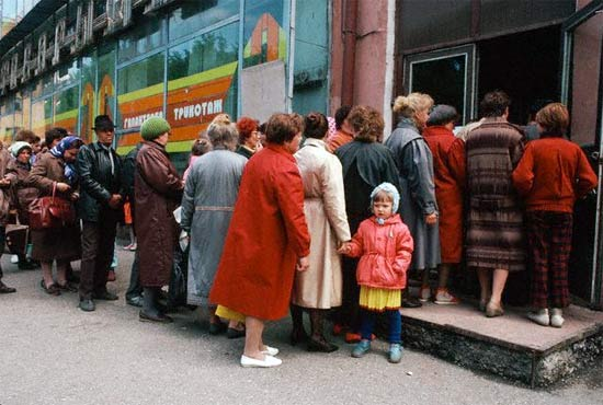 ¡Antes de la perestroika y  la perestroika en imágenes  estantes de supermercados! 47