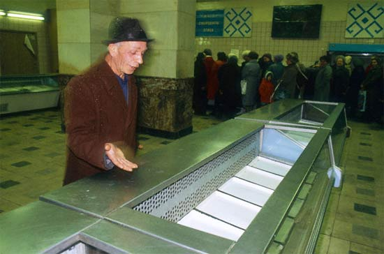 ¡Antes de la perestroika y  la perestroika en imágenes  estantes de supermercados! 50