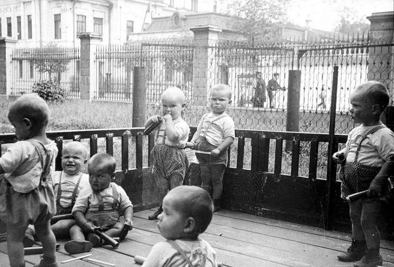 Bienestar de los niños Sovieticos ( época de Stalin ) - Página 2 34