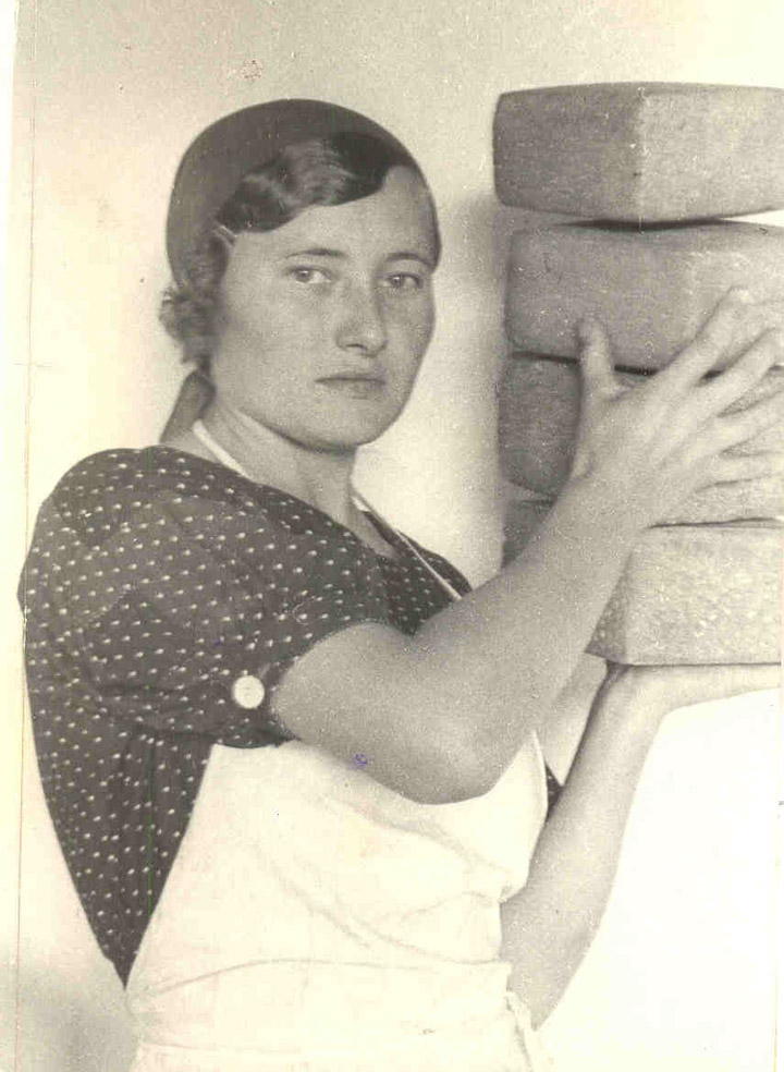 some historical photos of the soviet worker women 2