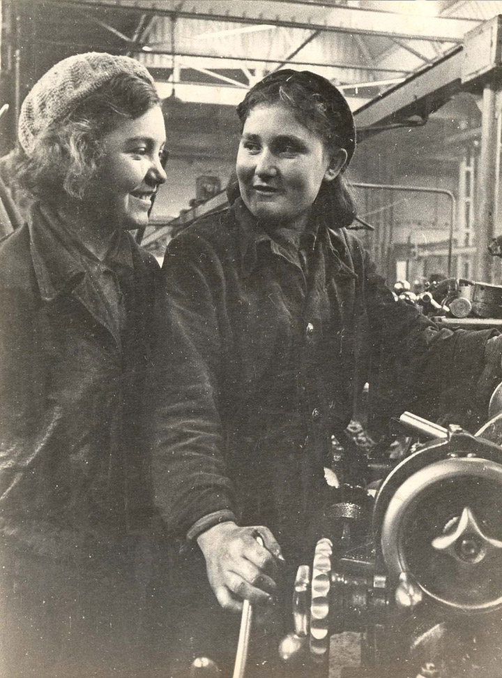 some historical photos of the soviet worker women 6