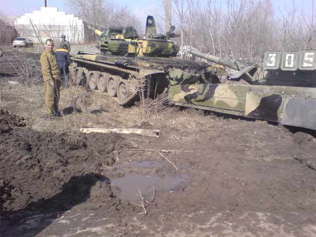 tank stuck in mud in Russia 1