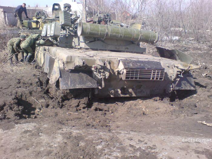tank stuck in mud in Russia 3
