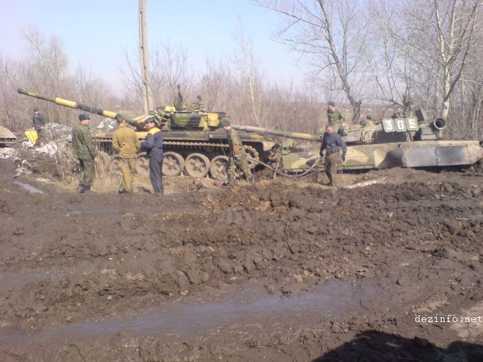 tank stuck in mud in Russia 5