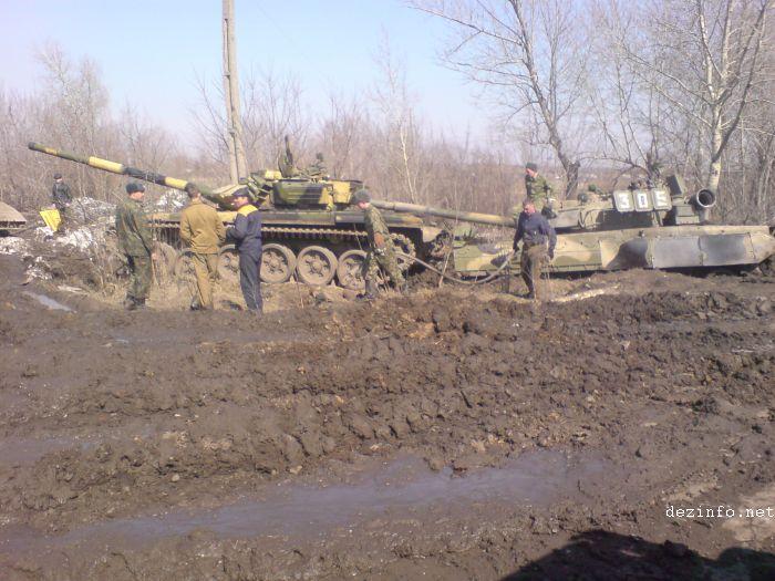 tank stuck in mud in Russia 5