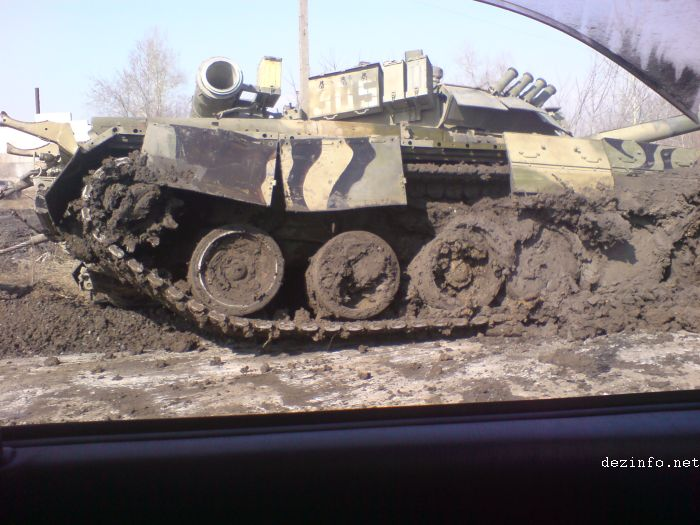 tank stuck in mud in Russia 6