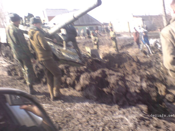 tank stuck in mud in Russia 7