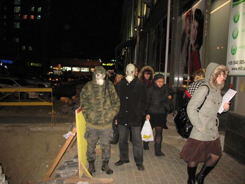 Russian masks craziness in Ukraine - with swine flu 4