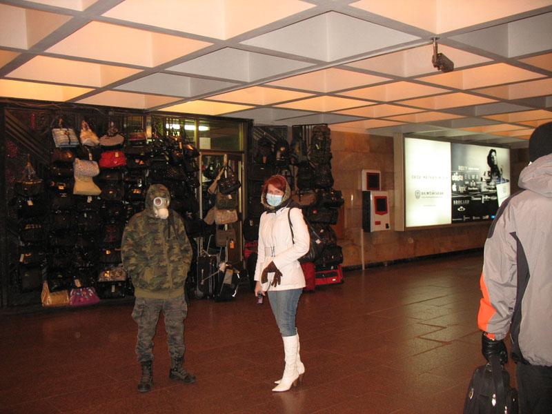 Russian masks craziness in Ukraine - with swine flu 5