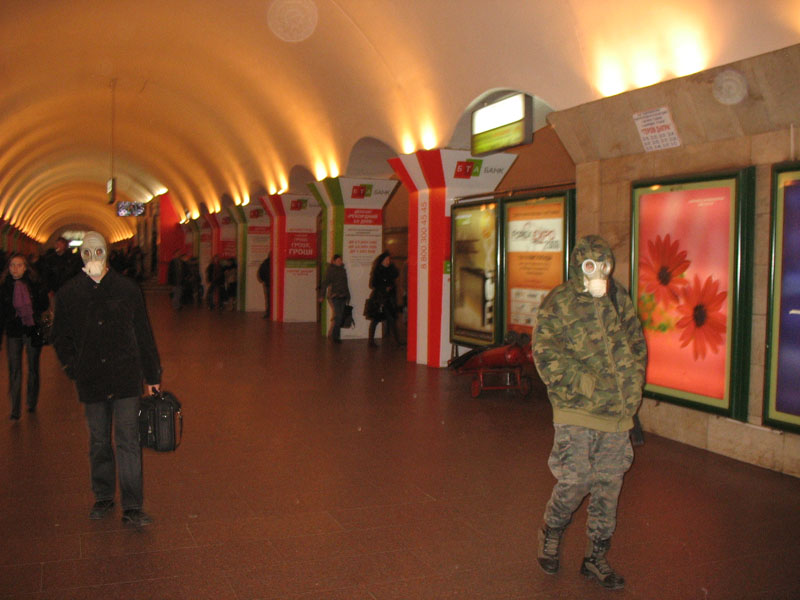Russian masks craziness in Ukraine - with swine flu 8