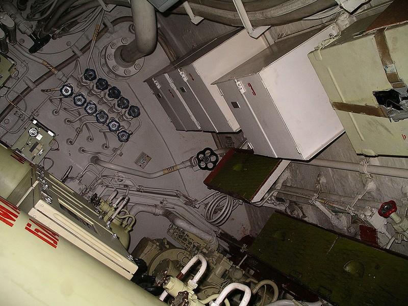 World's Biggest Submarine - Russian Submarine Typhoon 62