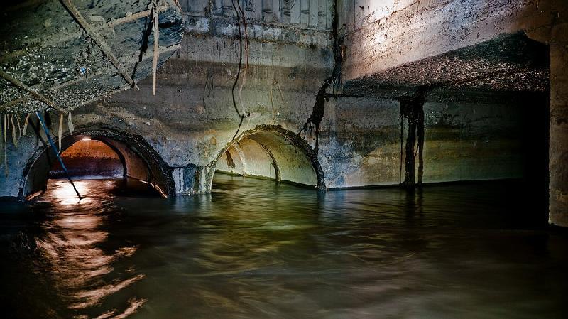 Фотографии подземных рек Ельцовка-1 и Ельцовка-2.