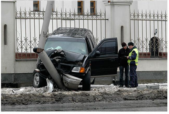 Car near church in Russia 4