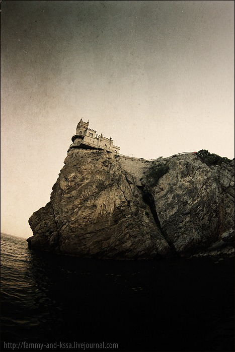 Swallow\'s Nest, the castle over the sea in Crimea 2