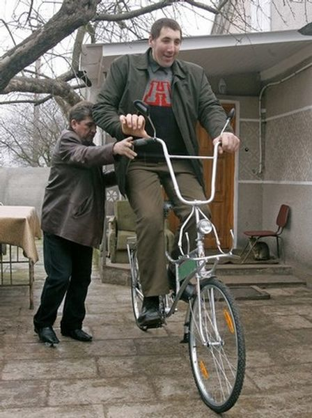 Tallest man gets his bike  1