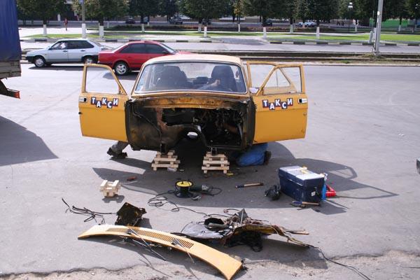yello russian car volga