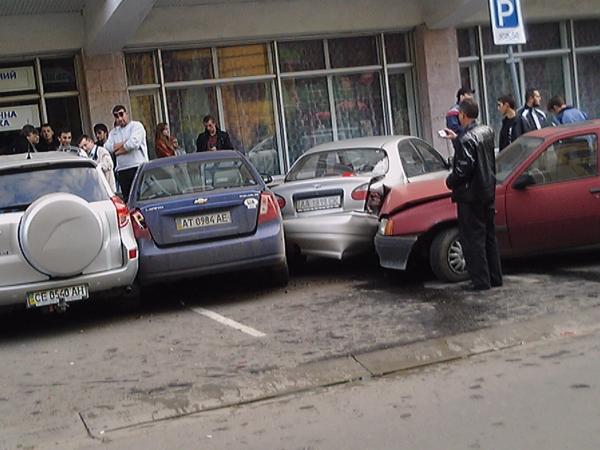 car hit three cars at once in Ukraine 2