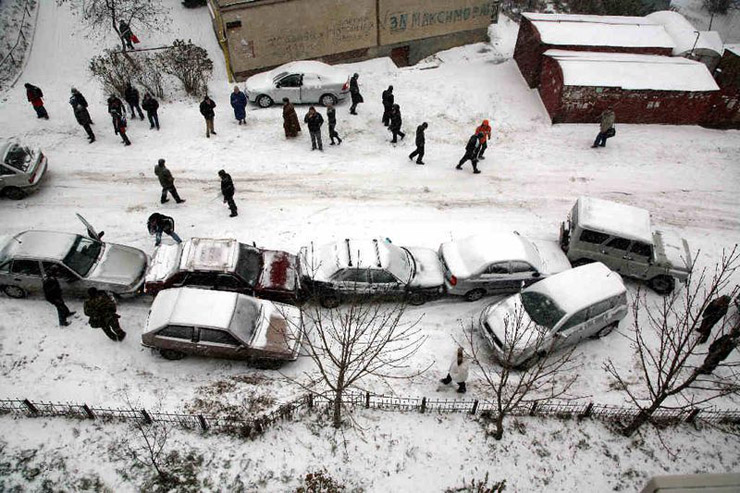 three cars crashed in Moscow 3
