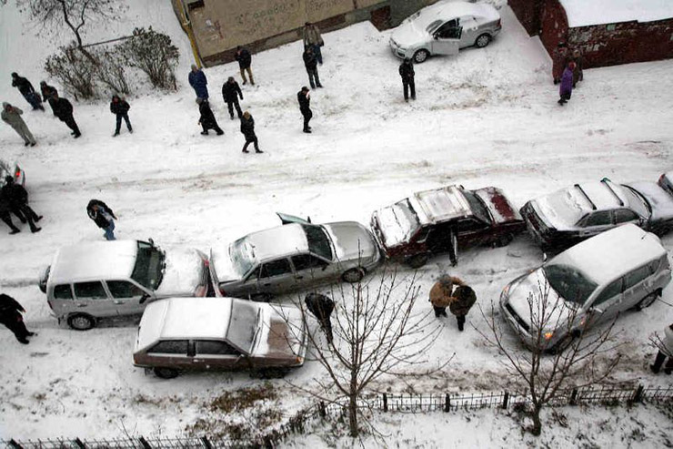 three cars crashed in Moscow 4