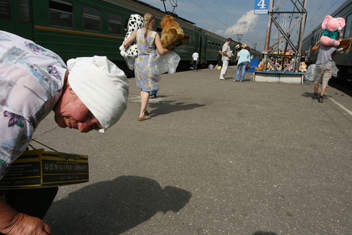 Russian toys sold to train passengers 7