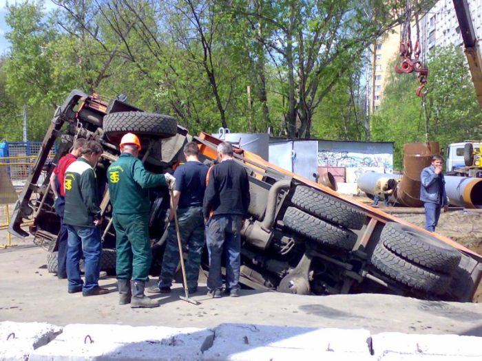 russian truck felt in the hole 4