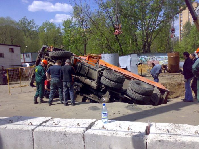 russian truck felt in the hole 5