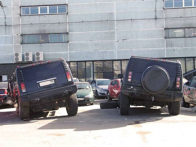 Two Hummers in Moscow
