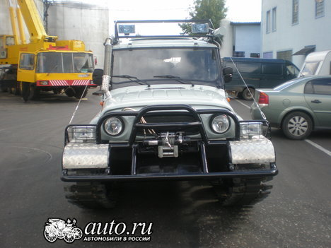 UAZ car with tracks instead of wheels in Russia 4