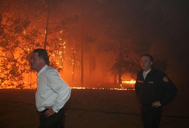 ukrainian president fights fire 13