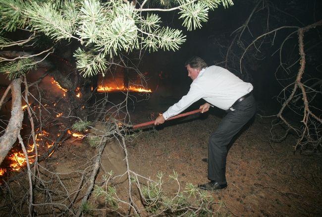 ukrainian president fights fire 8