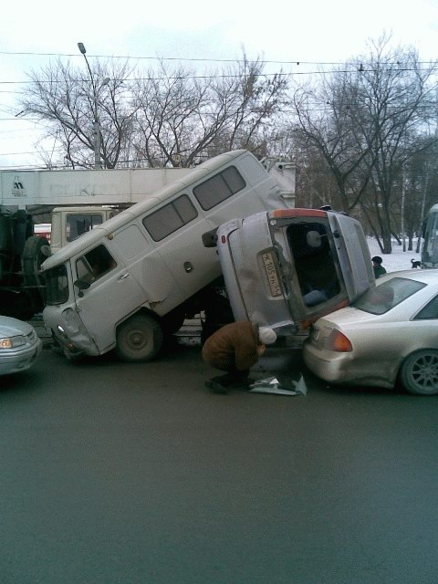an unattended crane crushed a few parked cars in Russia 5