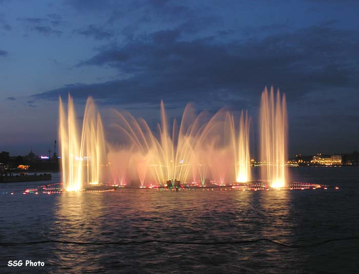 Underwater fountain in St. Petersburg, Russia 5
