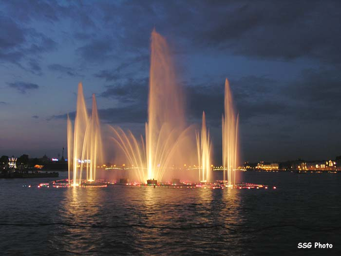 Underwater fountain in St. Petersburg, Russia 7