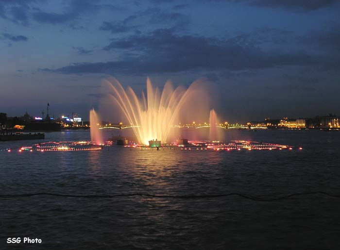 Underwater fountain in St. Petersburg, Russia 9