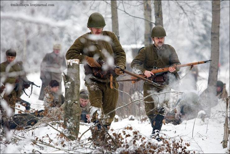 guys dressed in world war suites near Leningrad 23