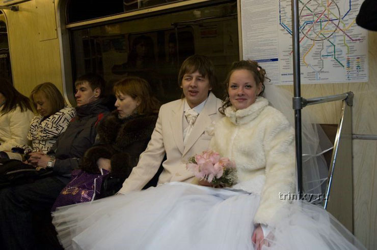 Russian couple marriage in mc donalds 3
