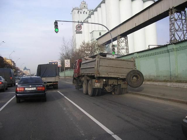 truck without a wheel in Russia 1