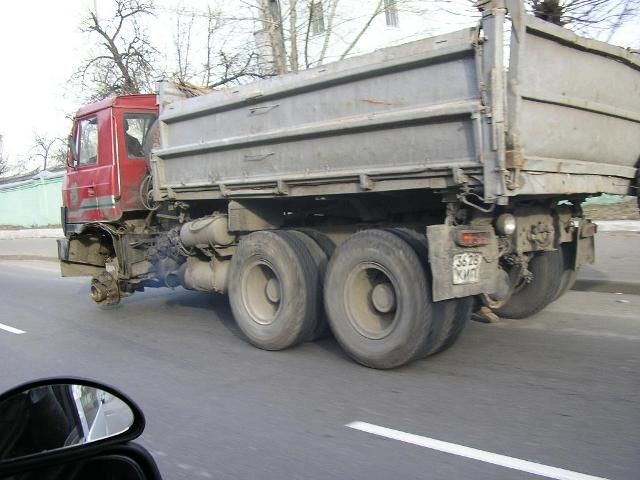 truck without a wheel in Russia 4