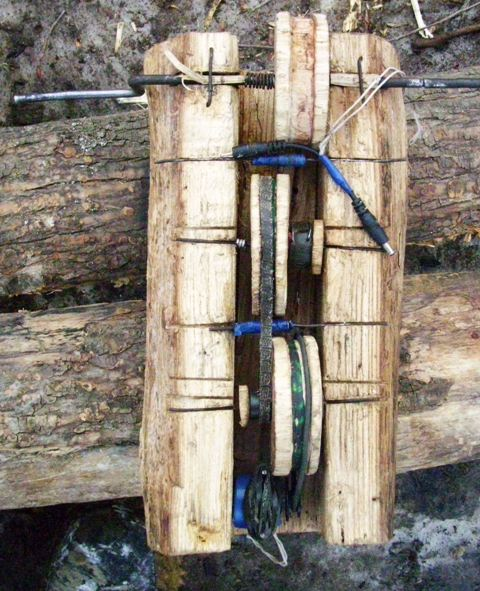 phone charger made of wood 1