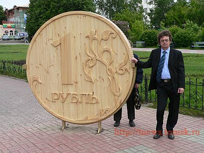 Russian monument to wooden currency 4