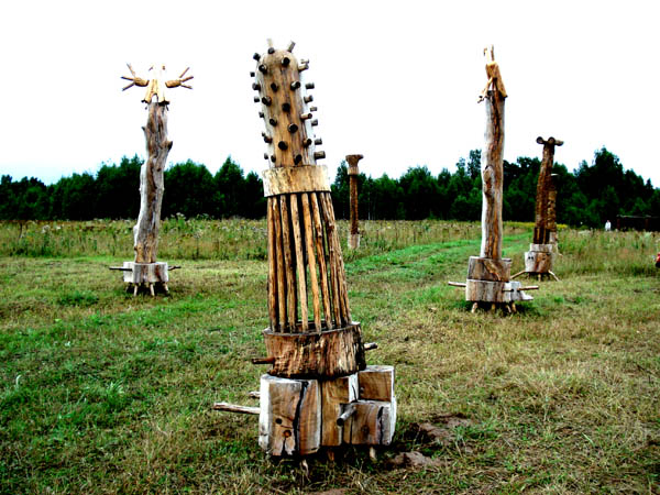 wooden ufo and other wooden things from Russia 5