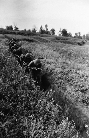 World War 2 Photos by Dmitri Baltermants 13