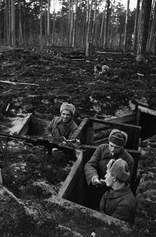 World War 2 Photos by Dmitri Baltermants 17