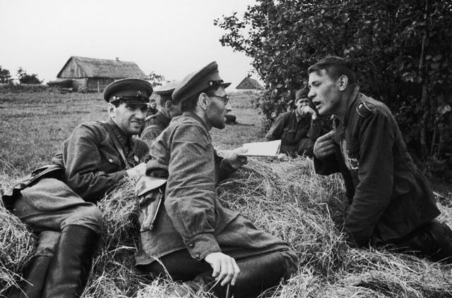 World War 2 Photos by Dmitri Baltermants 2