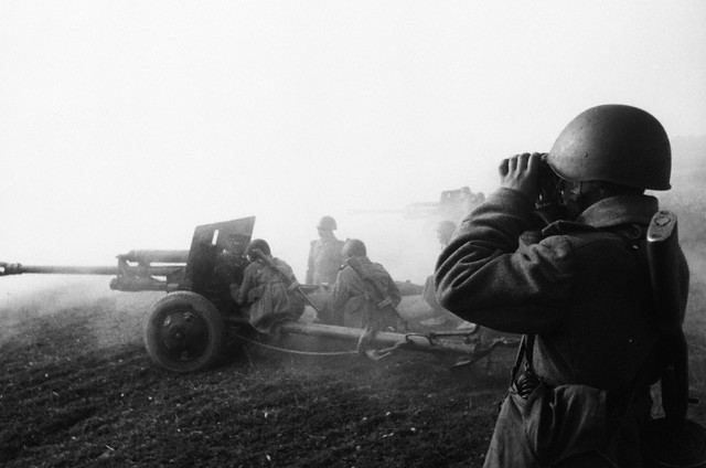 World War 2 Photos by Dmitri Baltermants 20